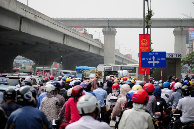 Hà Nội: Dự kiến cấm xe máy trên 6 tuyến phố